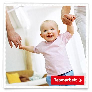 Babys 2 Jahr Teamarbeit
